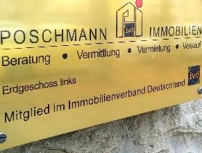 Poschmann Immobilien Leipzig Schild am Hauseingang