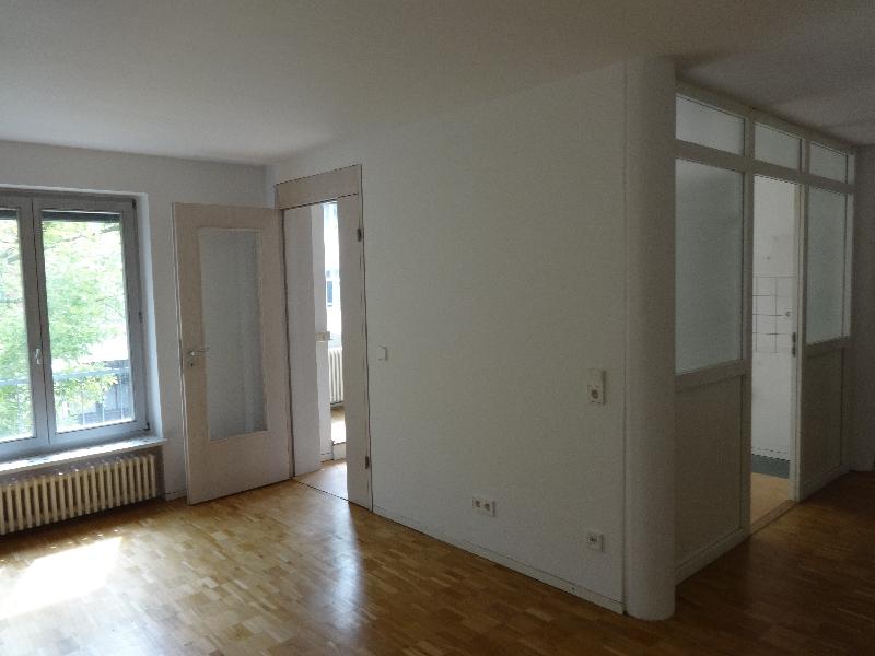 Wohnzimmer/Blick zur Küche